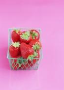 迷你篮装草莓