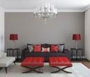 客厅吊灯与沙发枕头