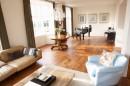 客厅沙发茶几与钢琴
