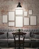 沙发吊灯与空白画框等
