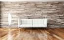 靠木板墙放着的沙发