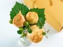 三朵玫瑰花花苞