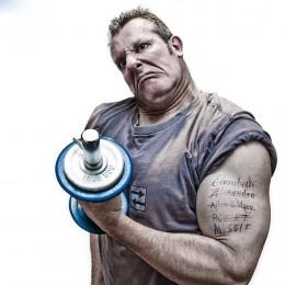 创意肌肉健身男